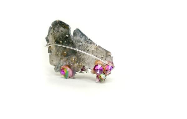 fragments-of-traditionefbc8cbrooch-paper-pulp-stonessilverefbc8c20125c2b74c2b72cm
