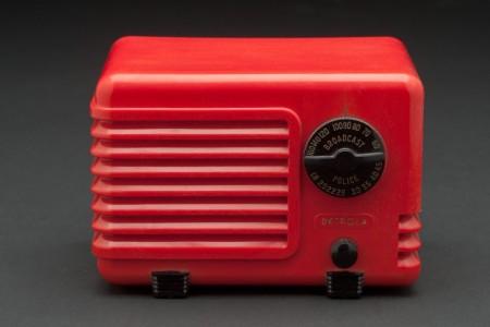 detrola-red-plaskon-pee-wee-art-deco-radio(1)